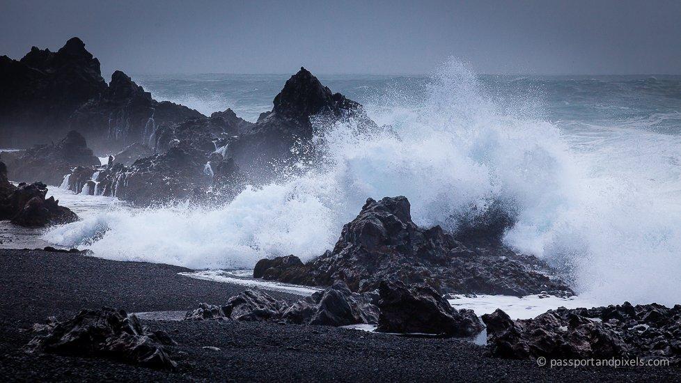 Iceland waves