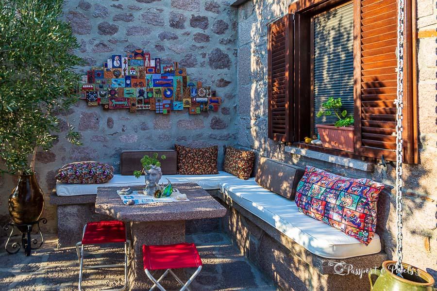 The pretty courtyard at Idasos Tasodalar in Assos